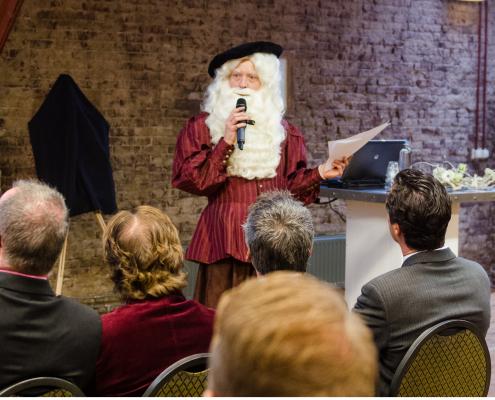 De theatermaker van Noord Nederland Van Ravesteijn Workshops